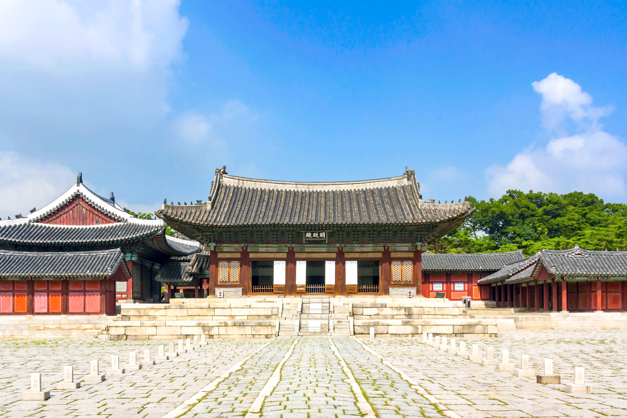 Experience Seoul attractions Changgyeong Palace - 5 Places to See On A Tour of South Korea's Capital