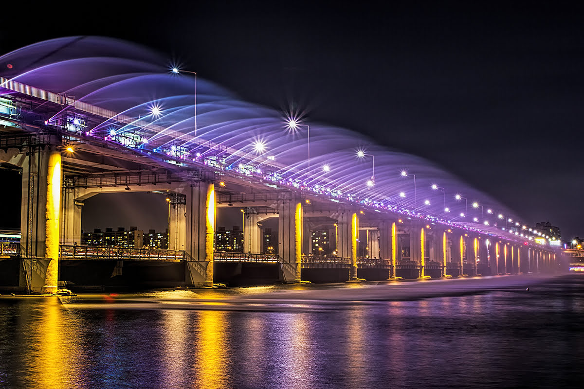 Experience Seoul attractions Hangang Park Moonlight Rainbow Fountain Banpo Bridge - 5 Places to See On A Tour of South Korea's Capital