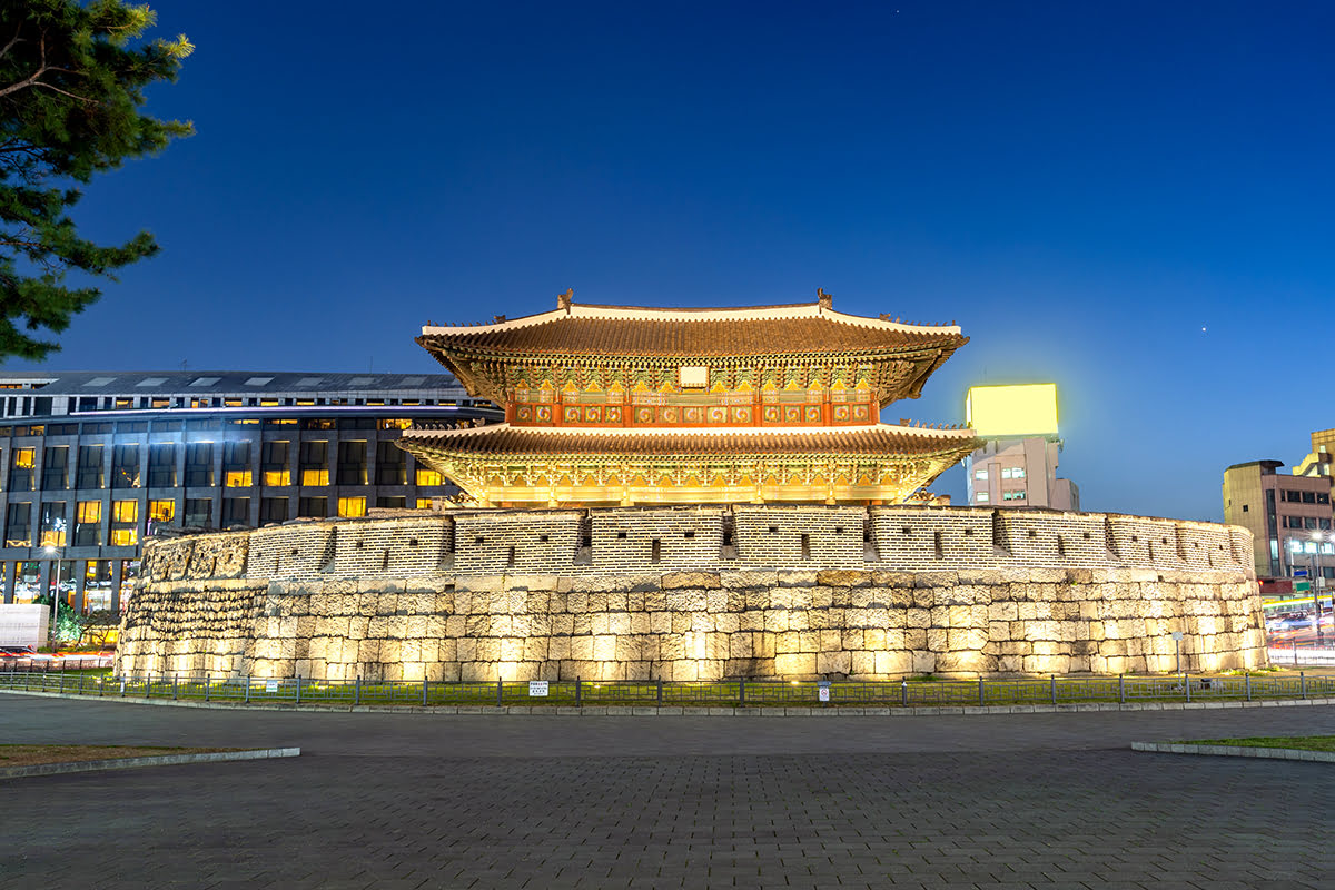Experience Seoul landmarks Heunginjimun Gate Dongdaemun - 5 Historic Landmarks with Cutting-Edge Surprises