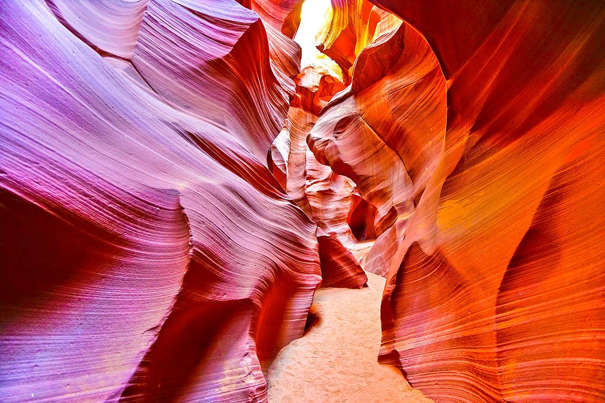 พาทัวร์แอนเทอโลป แคนยอน | ทริปปีนเขาที่แอริโซนาชมวิวสวยๆ ที่นาวาโฮเนชั่น